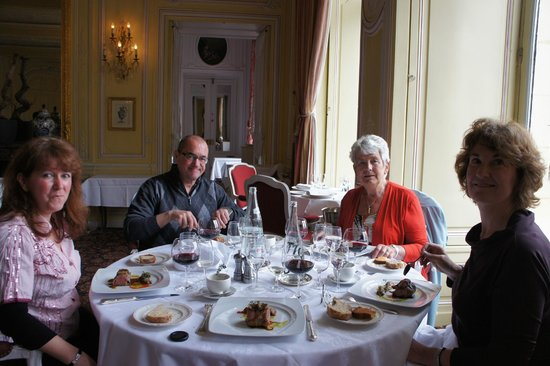 Chateau d'Esclimont: Nice people in a nice place!