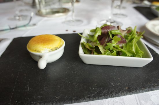 Château d'Esclimont : the tasty little cheese souffle.