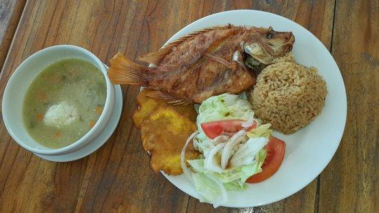 Hotel Fenix Beach Cartagena: Almuerzo Tipico!!+