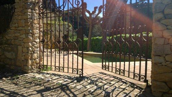La Casona d'Elda: La entrada del jardín