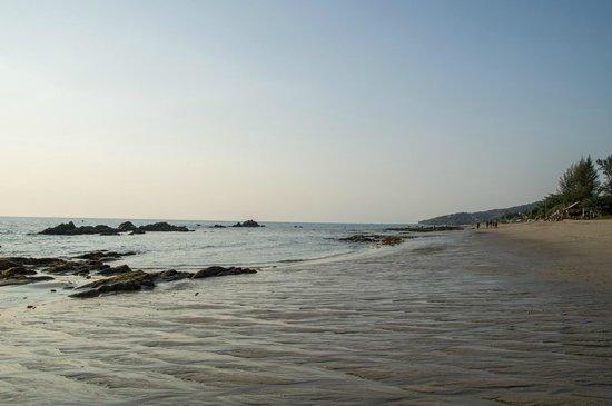 SriLanta Resort: Strand bei Ebbe
