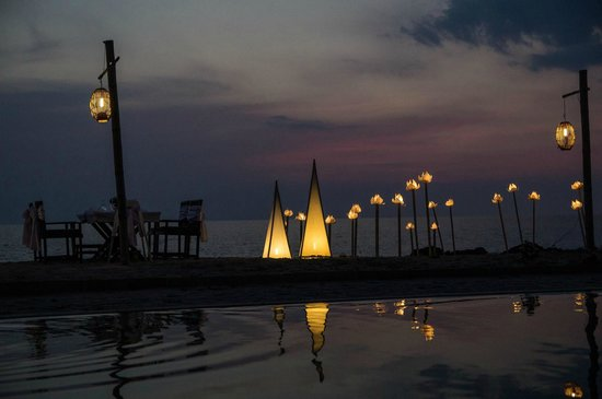 SriLanta Resort: Abends am Pool