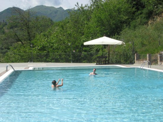 Borgo Giusto: Hills and pool