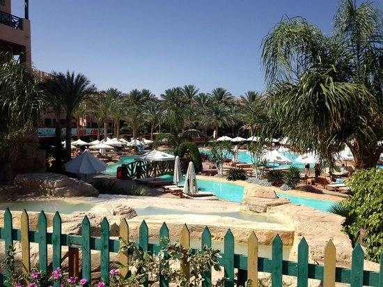Rehana Sharm Resort: Overlooking bigger pool
