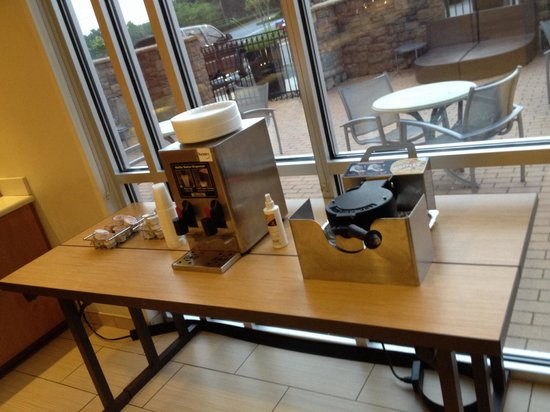 SpringHill Suites Macon: Waffle station