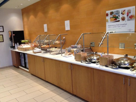 SpringHill Suites Macon: Breakfast bar