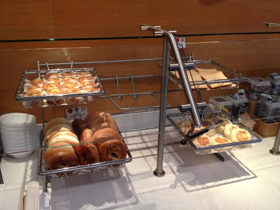 SpringHill Suites Macon: Breads