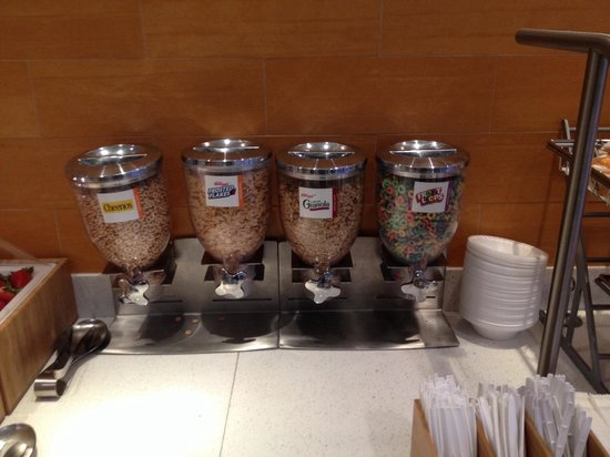 SpringHill Suites Macon: Cereals