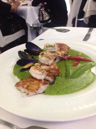 Pesquera Jaramillo: Robalo en salsa vasca