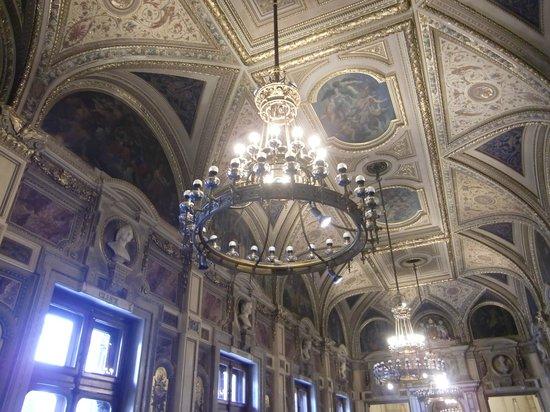 State Opera House : ホワイエの天井