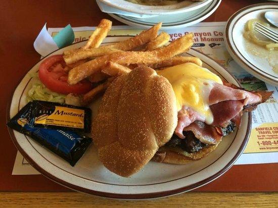 Bryce Canyon Pines: Ordentlicher Burger mit sehr guten Pommes