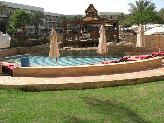 Xperience Kiroseiz Parkland : Tropicana pool and bar