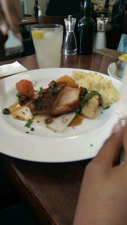 Cafe No.8 Bistro: Roast pork yummy yum yum