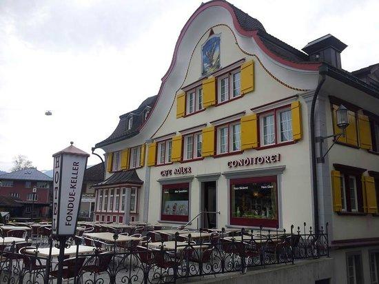 Museum Appenzell : อาคารในเมือง สีสรรสวยงาม