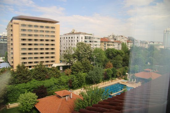 Grand Hyatt Istanbul: View to the pool side