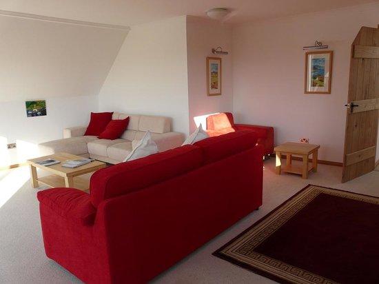 Achalochan House: livong room