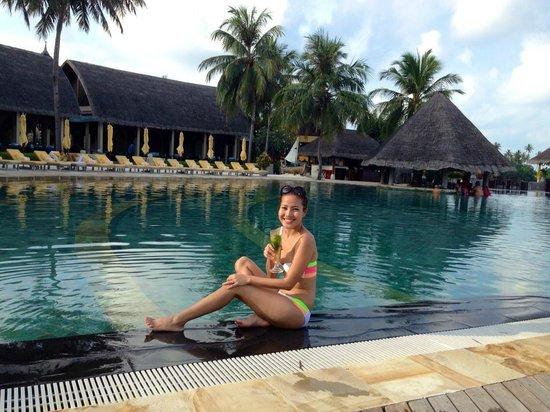 Four Seasons Resort Maldives at Kuda Huraa: Zero Degree Champange by the pool