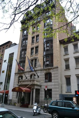 Hotel 31 : The exterior from across 31st Street.