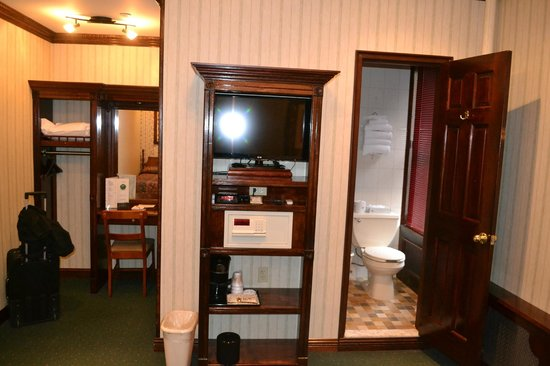 Hotel 31 : Room, note the woodwork