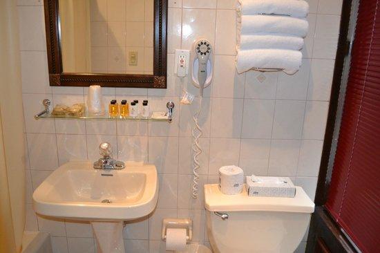 Hotel 31: Bathroom