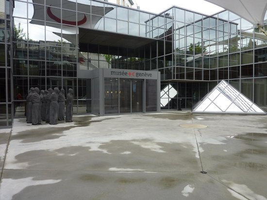 International Red Cross and Red Crescent Museum: Entrance to the ICRC Museum