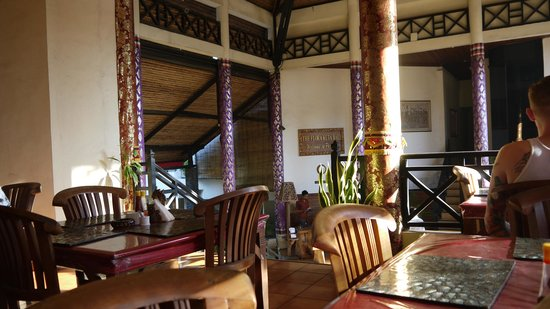 Hotel The Flora Kuta Bali: View of Lobby From Cafe