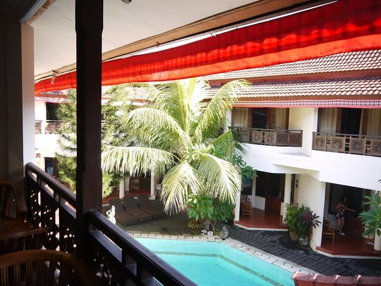 Hotel The Flora Kuta Bali: Pool View From Top
