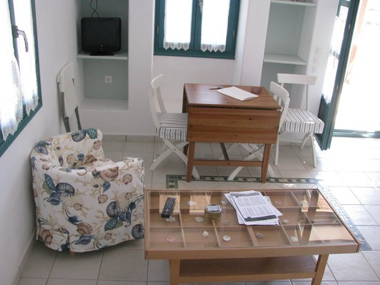 Nefeli Hotel Lipsi: Interno dello studio zona pranzo
