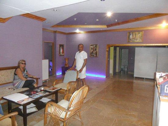 Park Side Hotel: Ali ontvangt zijn gasten