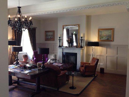 Brooks Hotel Edinburgh : Bally finds the honesty bar oh no
