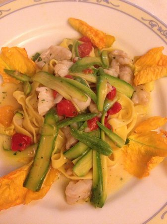 Ristorante L'Arco Dei Cappuccini: Fresh pasta with fish. Zucchini cooked to perfection