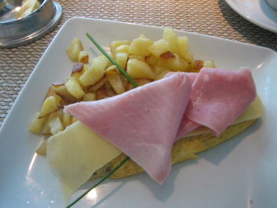 Terra Nostra Garden Hotel: Mushroom and Onion Omelet ... I put the cheese and Ham on top…Yummy!