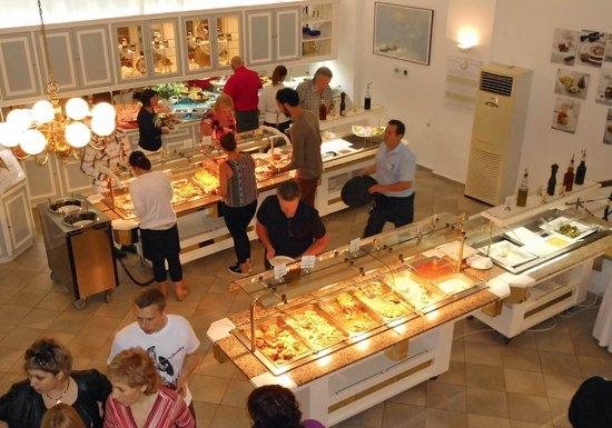 Albatros Spa & Resort Hotel: blik op het buffet