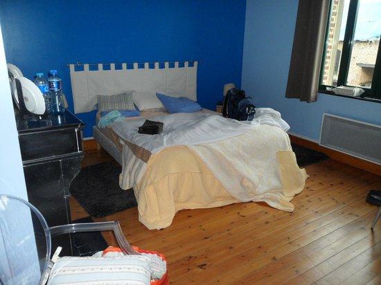 Le Domaine de la Butte Bed and Breakfast: blue room