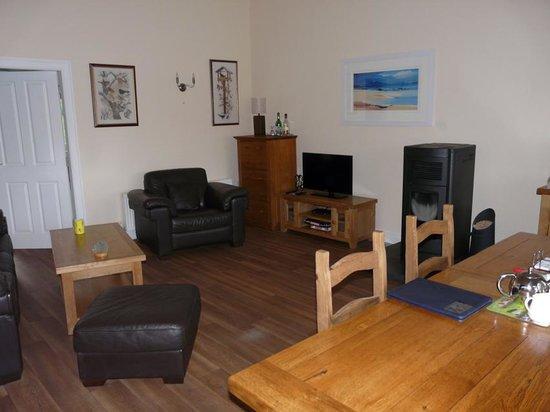 Glencairn House: living room /breakfast area