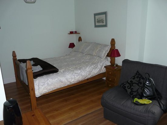 Glencairn House: room downstairs