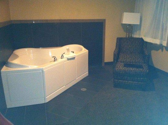 Comfort Inn & Suites : whirlpool tub room