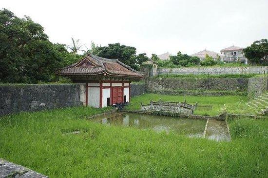 Ruins Of Enkaku Shineato: 放生池と放生橋