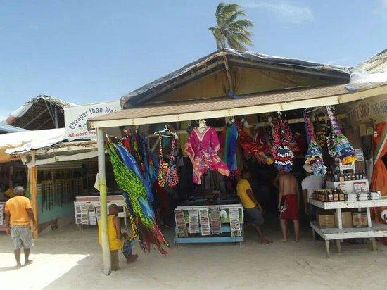 VIK Hotel Arena Blanca : Mercado en la playa cerca de Vik Areana Blanca (agosto 2013)