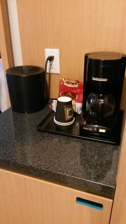 Bond Place Hotel: Coffee maker in the room