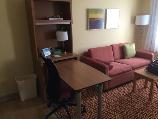 TownePlace Suites Wichita East: living area
