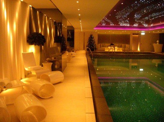 The Mira Hong Kong: very interesting pool