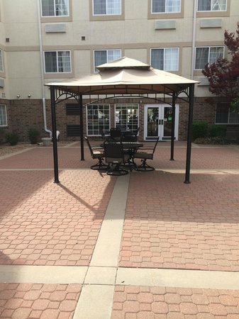 TownePlace Suites Wichita East: Courtyard
