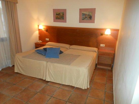 Hotel Dona Catalina: Twin room
