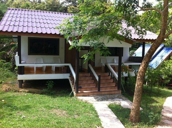 Koh Mook Had Farang Bungalow: HORRIBLE