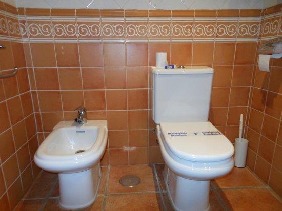 Hotel Dona Catalina: Bathroom