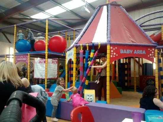 Good play area naff food review of happy days play for Baby play centre