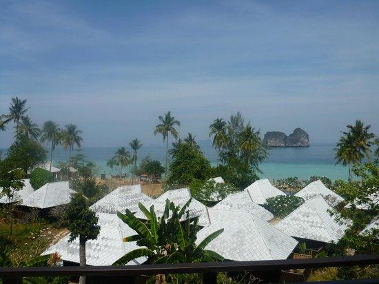 Koh Ngai Thanya Beach Resort : La vue de la terrasse de la chambre