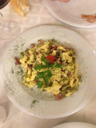 Restaurante La Solera : Revuelto de champiniones y esparrago , gambas