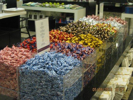 Karl Fazer Cafe: можно купить конфеты в развес